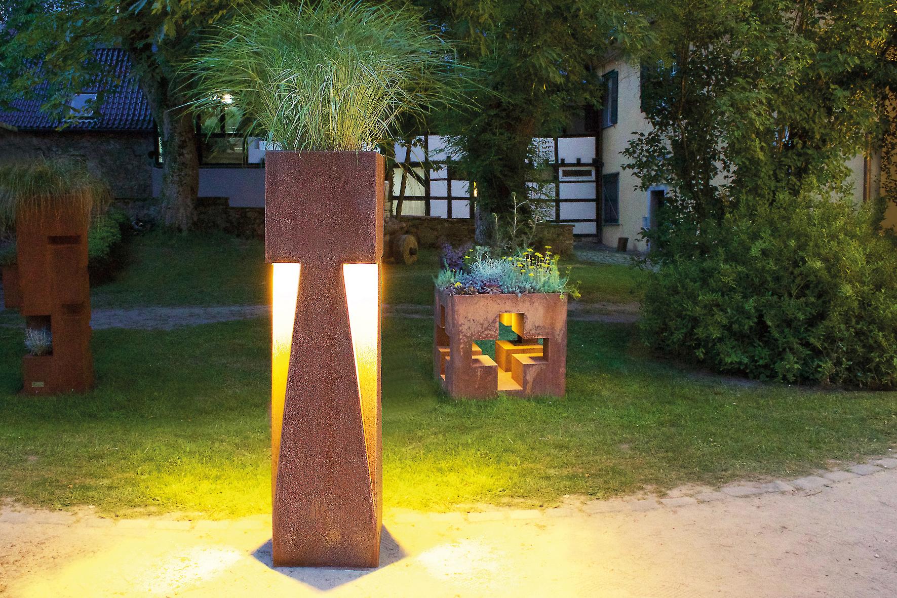 RAVE ( 160 x 40 x 40 cm) mit optionaler LED-Beleuchtung.