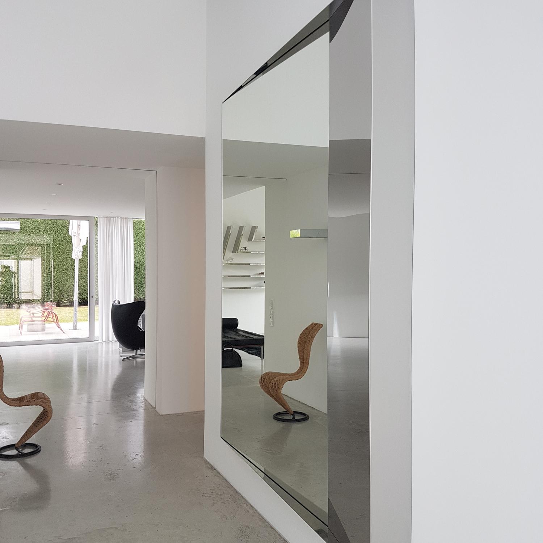 Hochglanzpolierter Edelstahlspiegel (2,5 x 2 m) | Design: carine stelte architecture & design