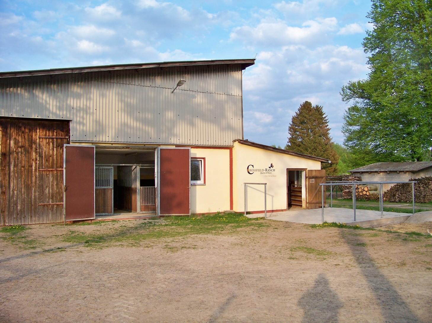 Hinterhof mit 2 Absetzer -und Gastboxen