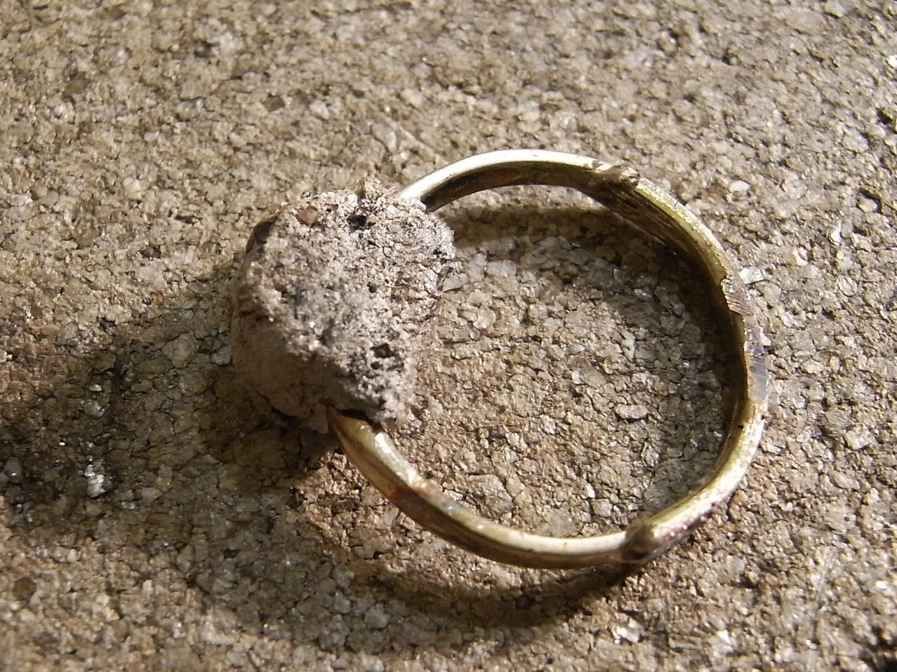 Ring nach der Lötüng, Stein wurde abgedeckt