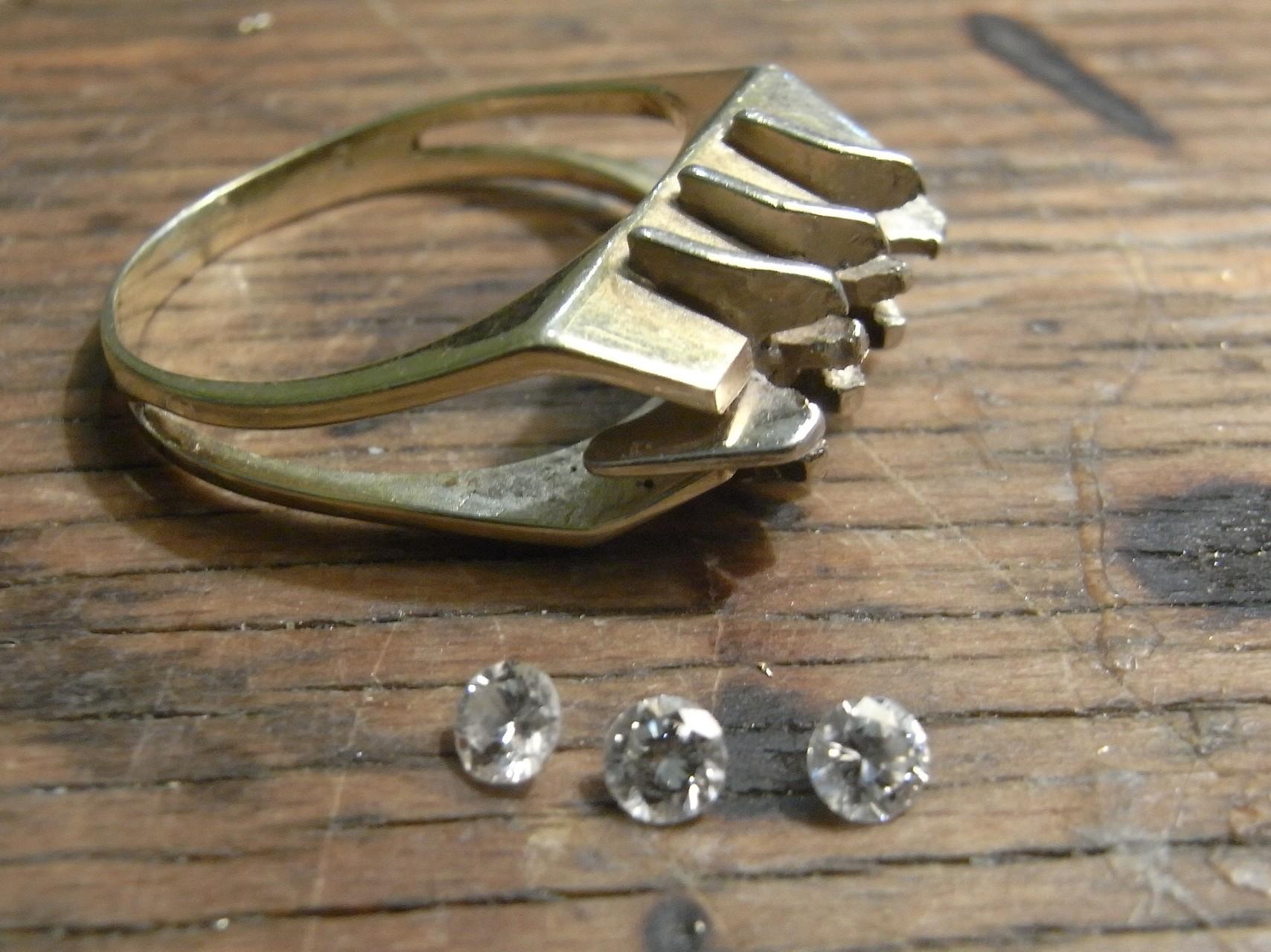 altmodischer Ring - Umarbeitung 585 Gold, drei Brillanten
