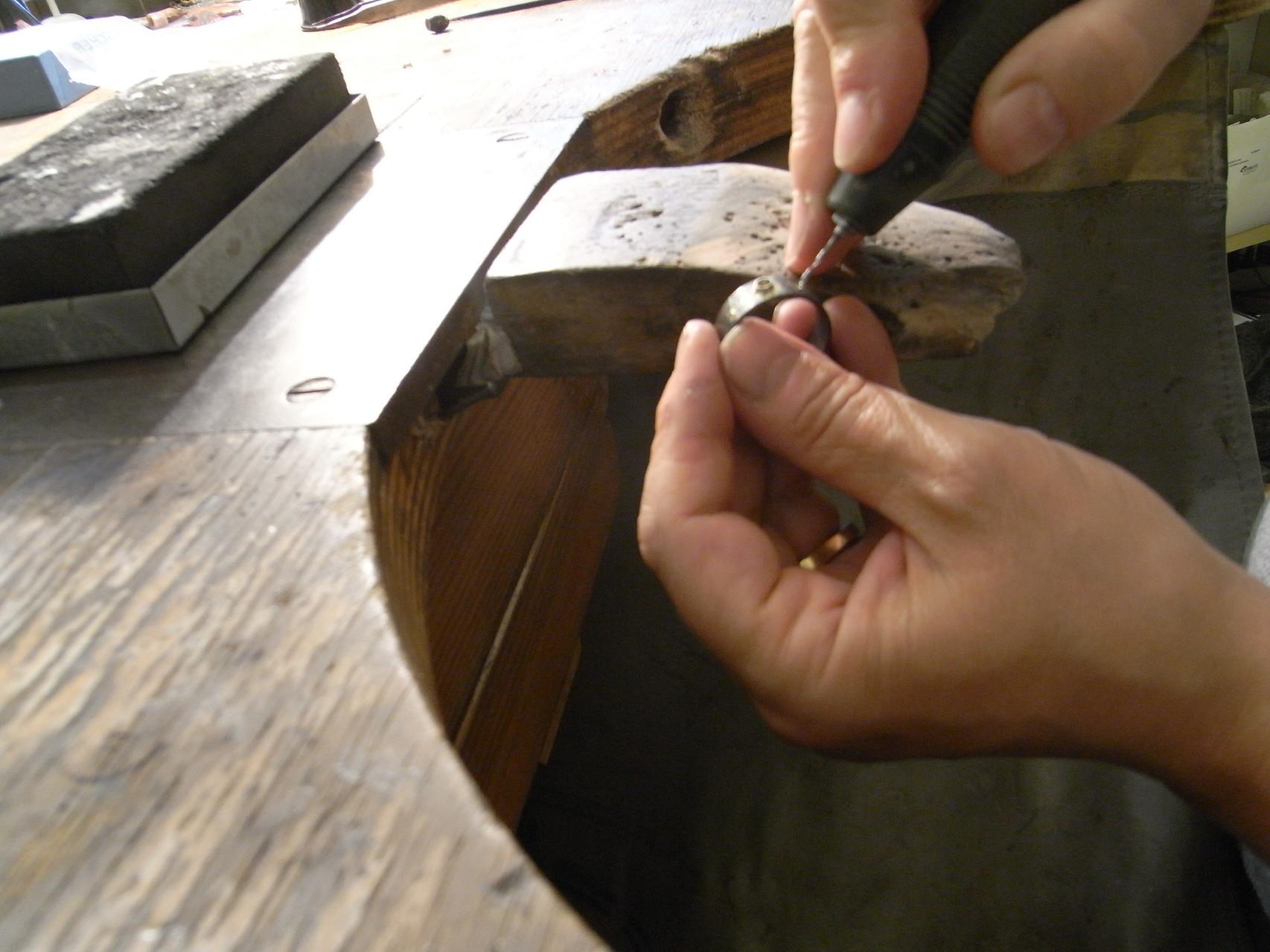 Ringschine anfertigen, Löcher bohren für die Fassungen