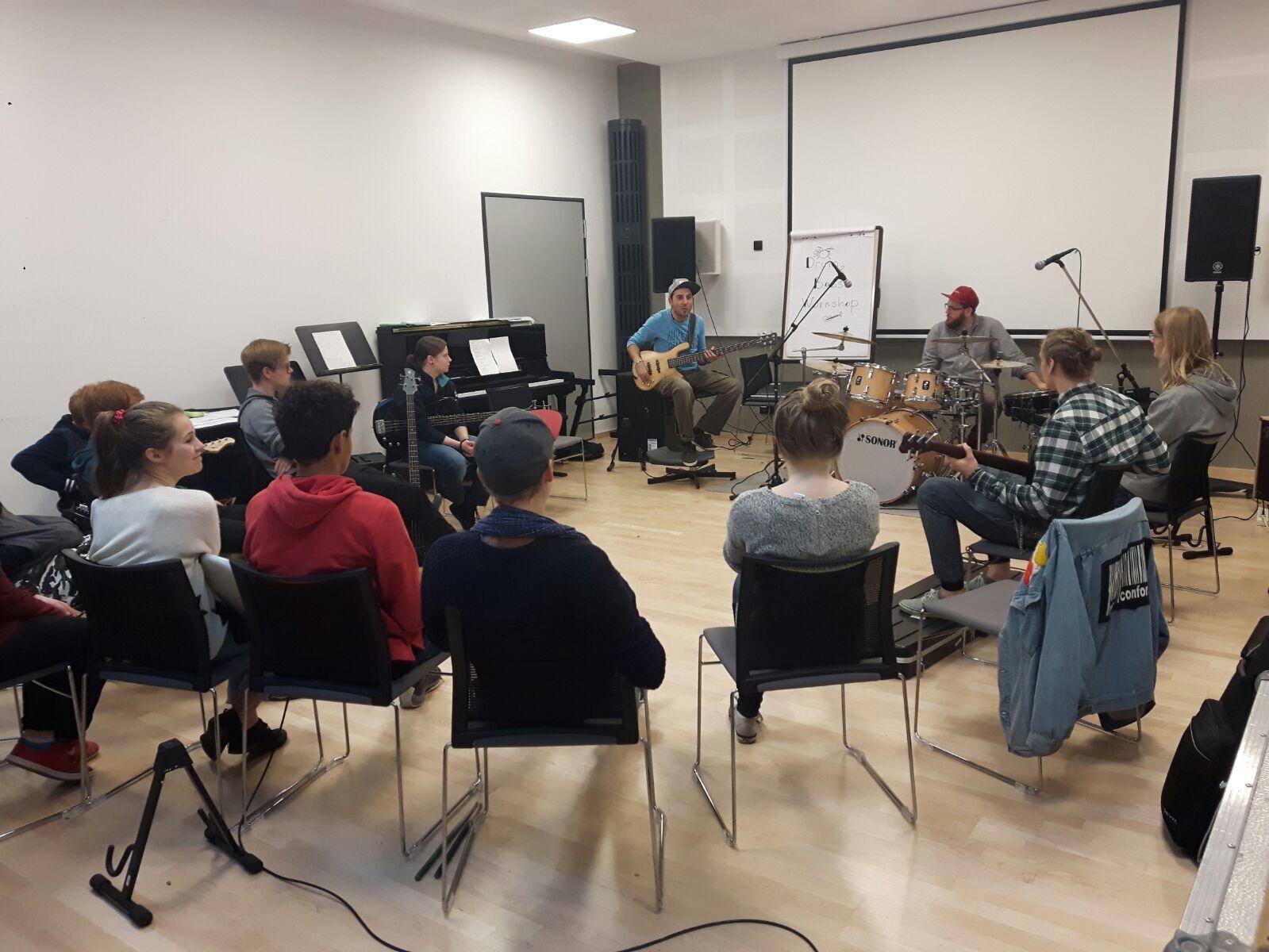 Alle hier sind Bassisten und Schlagzeuger :-)))