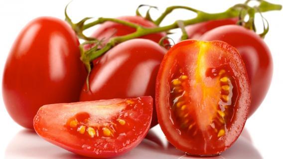 Tomaten und frisches Gemüse