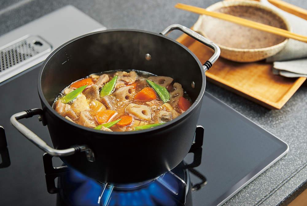 焦げ付きを抑えながらコトコト煮込みが簡単に。こちらも新搭載「煮るオート」