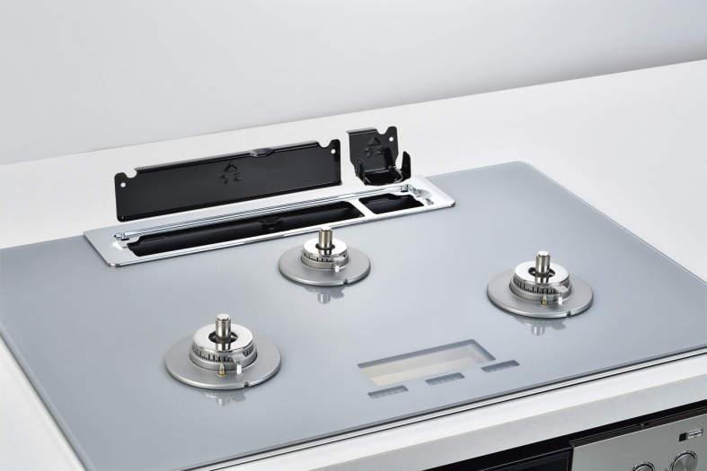 排気口にはちり受けを備えます(オーブン併設時には中央は排気口となります)
