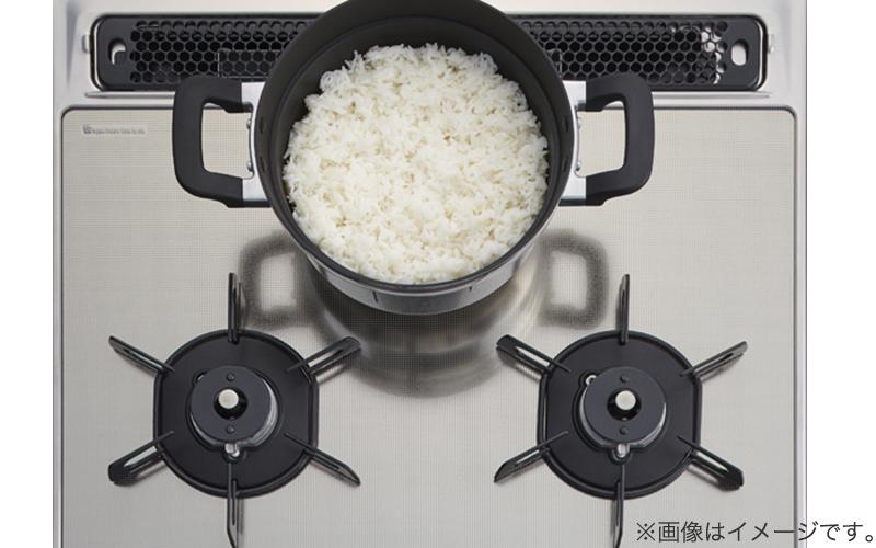 自動炊飯機能を後ろ小コンロに移動、コンロ炊飯中でも前2つを使用可能に(ファミオートのみ)
