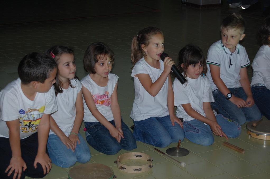 I bambini di classe prima presentano il lavoro sul fieno