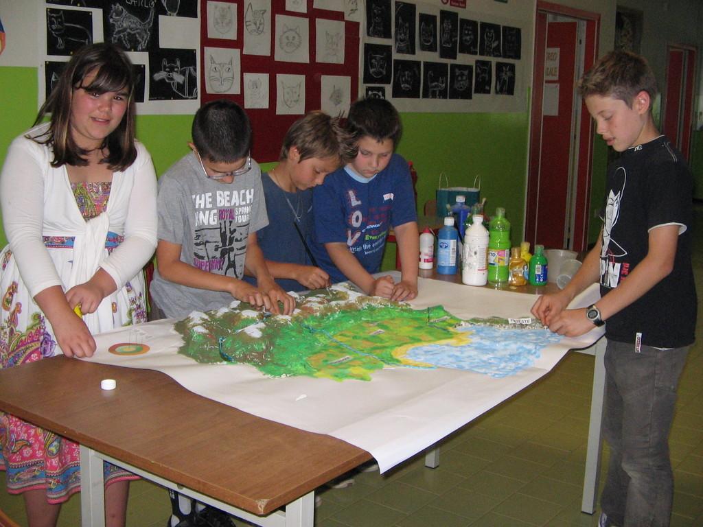 Gli alunni di classe quinta realizzano il plastico del Friuli Venezia Giulia