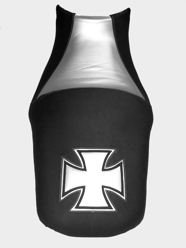 Yamaha MT 01 ( ex V-Max) schwarz matt/silber Kunstleder mit Iron Cross Applikation Kundenauftrag