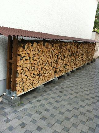 so,lagert man brennholz kaminfeuerholz richtig - brennholzlagerung