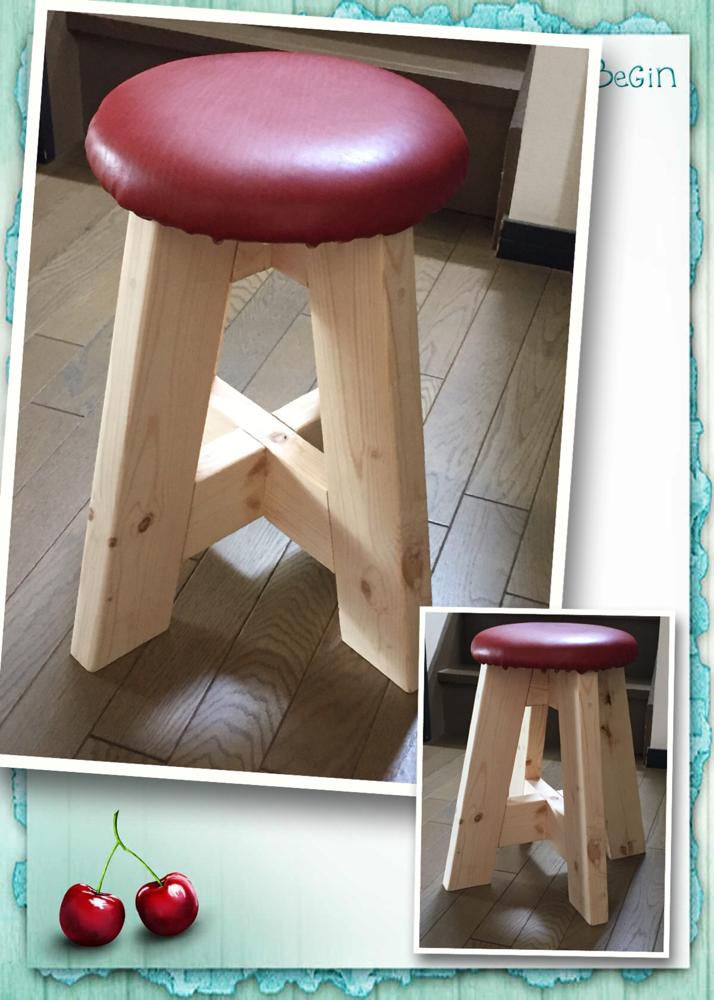 革張りの丸椅子