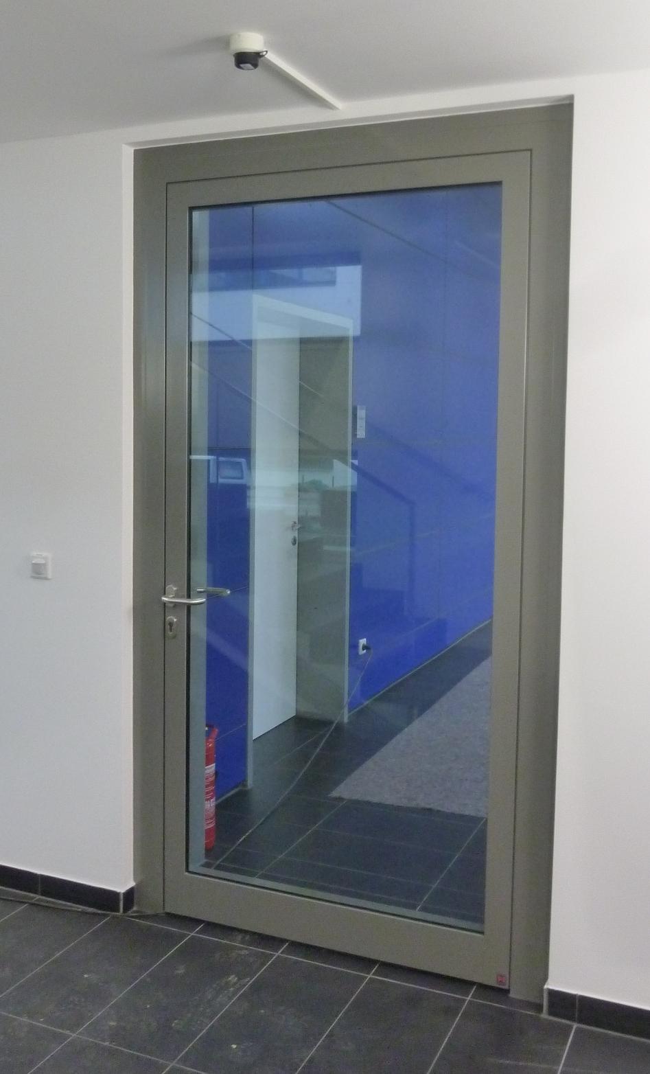 Brandschutztür aus Aluminium und Glas
