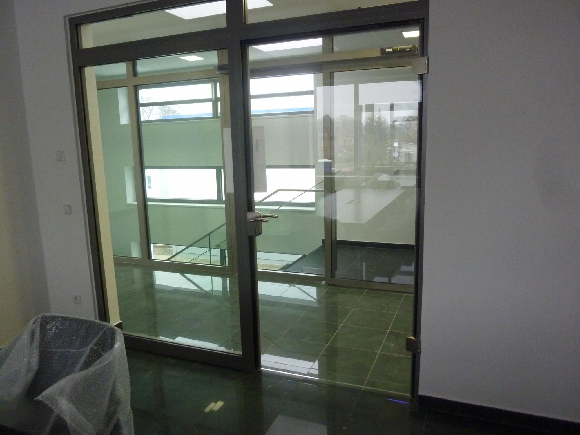Büroabtrennung aus Aluminium und Glas