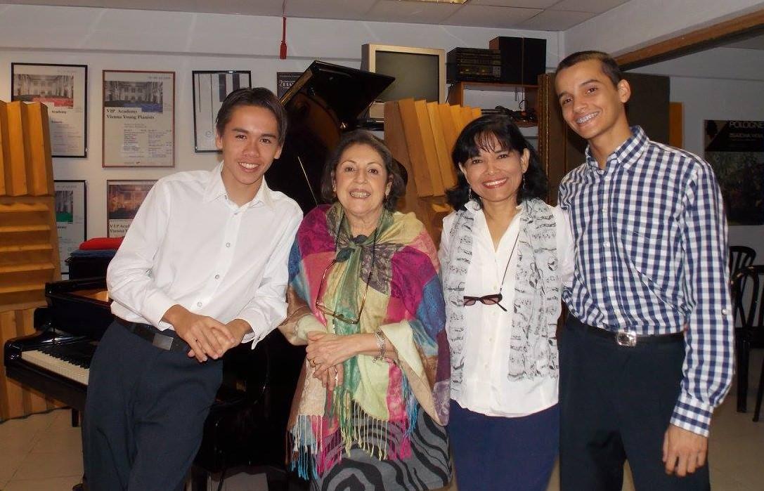 Hadrien Pichón (París), Olga López (Caracas) María Eugenia Simancas y Arnaldo Cogorno (Margarita)