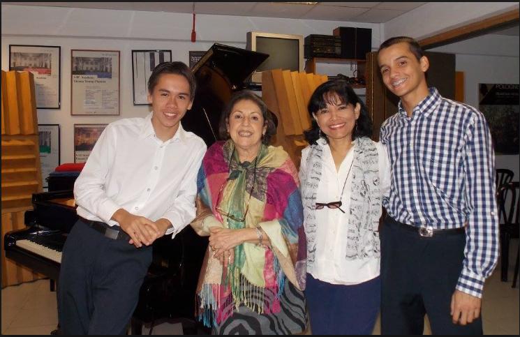 Los jóvenes pianistas de Cantos para Bodas han sido formados en la Escuela de la Profesora Olga López y en el Taller de Expresión Musical de la Prof. María Eugenia Simancas