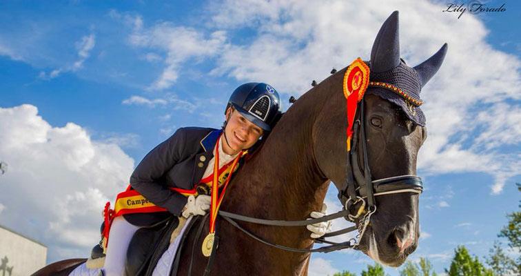Dhannie Ymas, platziert beim Hannoveraner Championat und weist mittlerweile Erfolge S***-***** auf