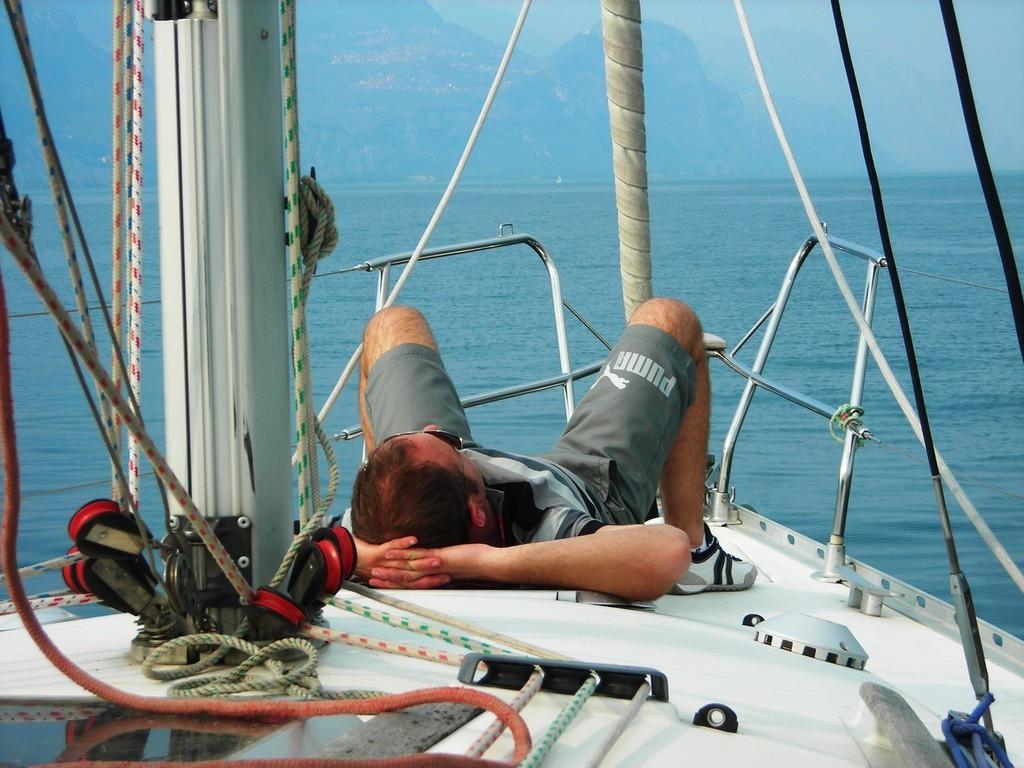 Relax, benessere e Natura - Crociere giornaliere in barca a vela per gruppi o per singoli sul lago di Garda