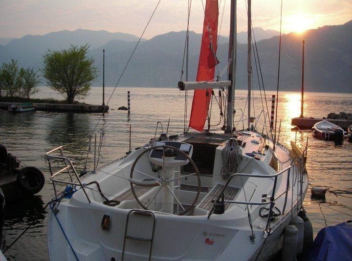 Tramonto sul lago di Garda - Torri del Benaco - Crociere in barca a vela per compleanni, addii al nubilato e al celibato