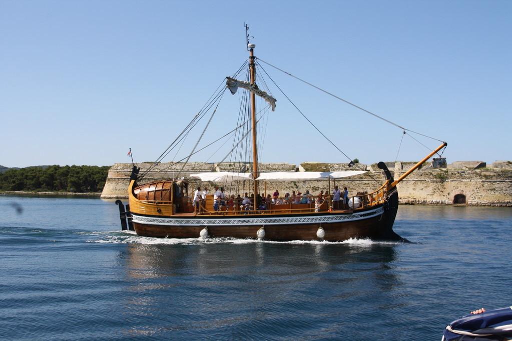 il galeone - Isola di Zlarin entrata nel fiume Kerka