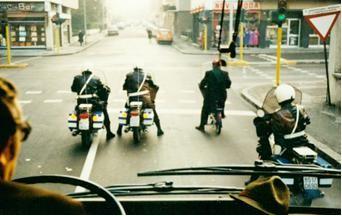 Fahrt mit Polizeieskorte zum Rathaus