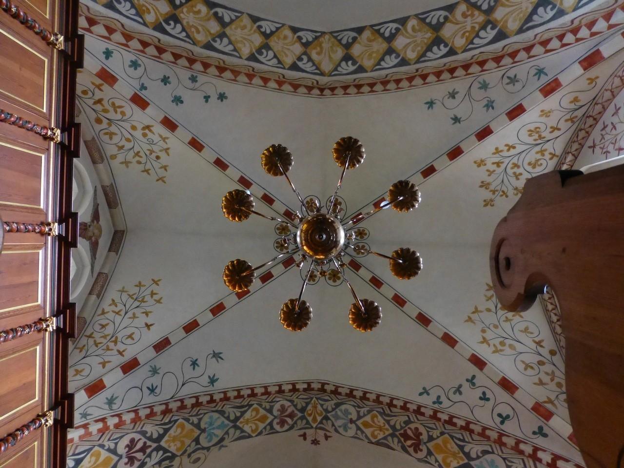 Maria-Magdalenen-Kirche zu Berkenthin - Kronleuchter 2 mit Deckenmalerereien /Foto P.Lüneburg