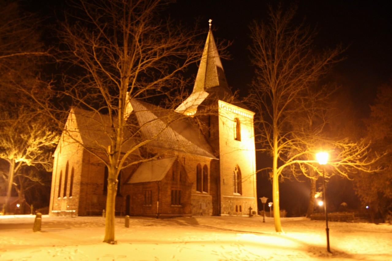 Berkenthiner Kirche am Nikolausabend 2012        /Foto A. Strahlendorf
