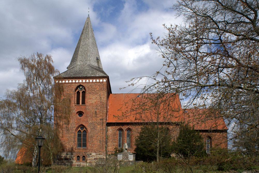 Maria-Magdalenen-Kirche zu Berkenthin - Südansicht        /Foto  Manfred Maronde