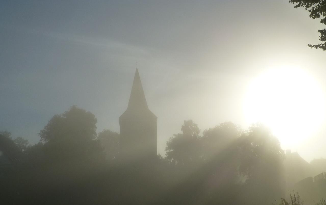 Maria-Magdalenen-Kirche zu Berkenthin in der Oktobermorgensonne (2013)   /Foto P.Lüneburg