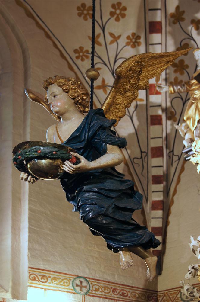 Maria-Magdalenen-Kirche zu Berkenthin - Taufengel     /Foto  Manfred Maronde