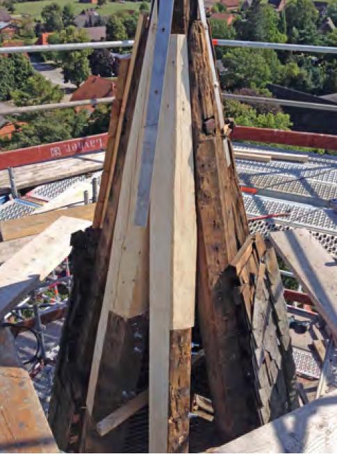 2014-08-13 reparierte Kirchturmspitze mit angeschäfteten Sparren         /Foto Klaus Jungk