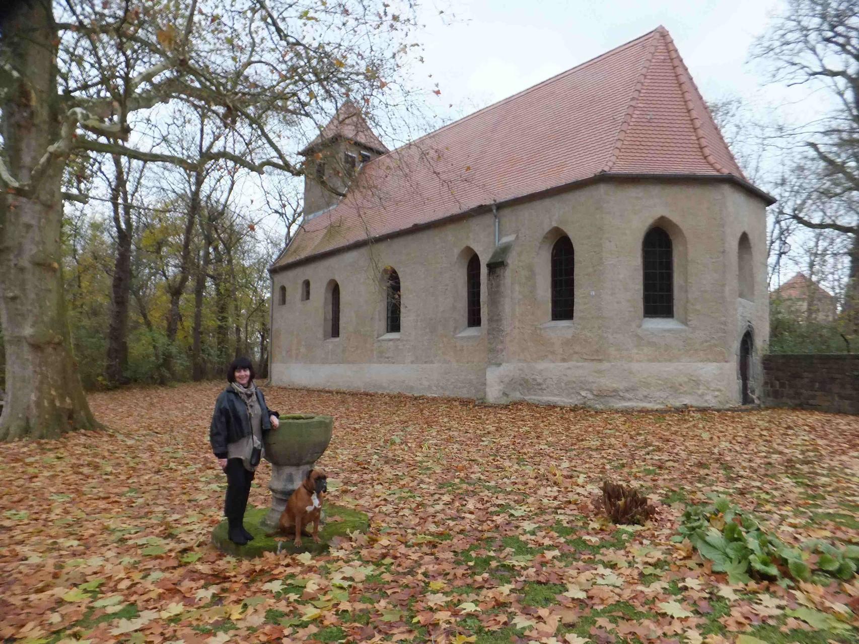 Falkenhain Kirche mit Taufbecken