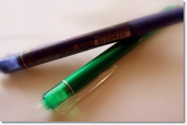 パイロット「FRIXION BALL」。色数も太さも豊富で便利な「消せるボールペン」です。