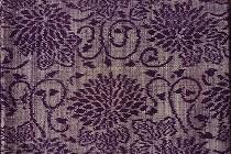 浦野理一作、縦節紬のきもの。濃い紫地に菊唐草模様が織りだされています。