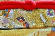 森田空美着付け教室の生徒さんが、お孫さんのために用意したきもの。クリーム色の振袖が愛らしいです。
