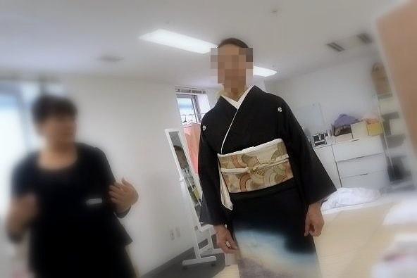 参加者のお一人に留袖のモデルになっていただきました。