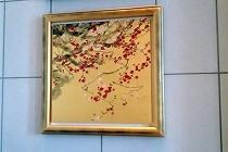 セントレジスホテル大阪内の絵画。季節に合わせて梅の絵が飾られていました。
