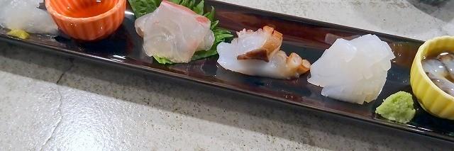 西宮北口の天ぷらのお店「一悠」さんのお料理。数種類のお刺身の盛り合わせ。どれも生きがよくて美味しい。
