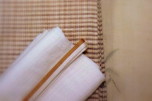 生成り色の生紬に露草を描いた訪問着(銀座きしや製)。 帯は中曽根みちこ作宮古上布九寸名古屋帯。