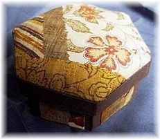 Small Hexagonal Box: Silk Road (Brown): Japan