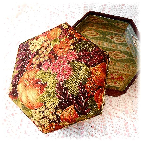 Hexagonal box, Pumpkins, with the USA cotton