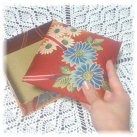 和風(赤×花柄)の正方形布箱