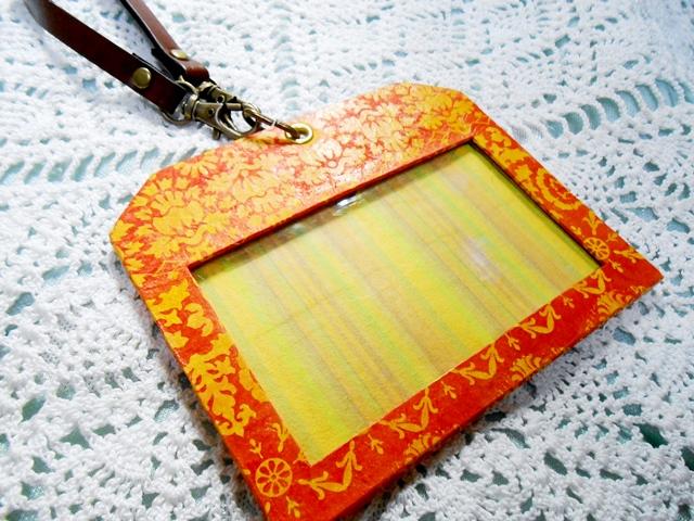 ネパールの手すき和紙で作った入館証ホルダー