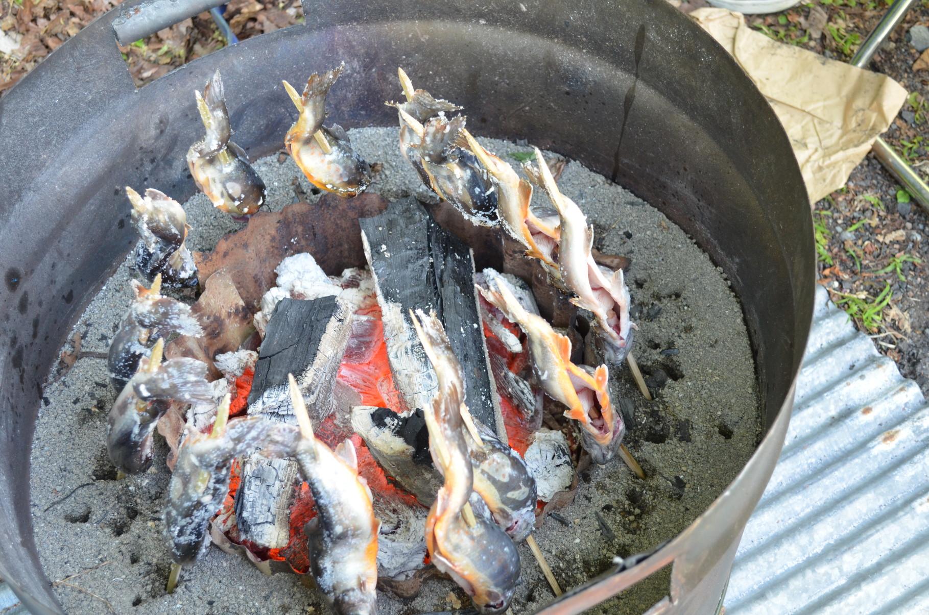 岩魚の塩焼き 炭火でじっくり焼き上げます