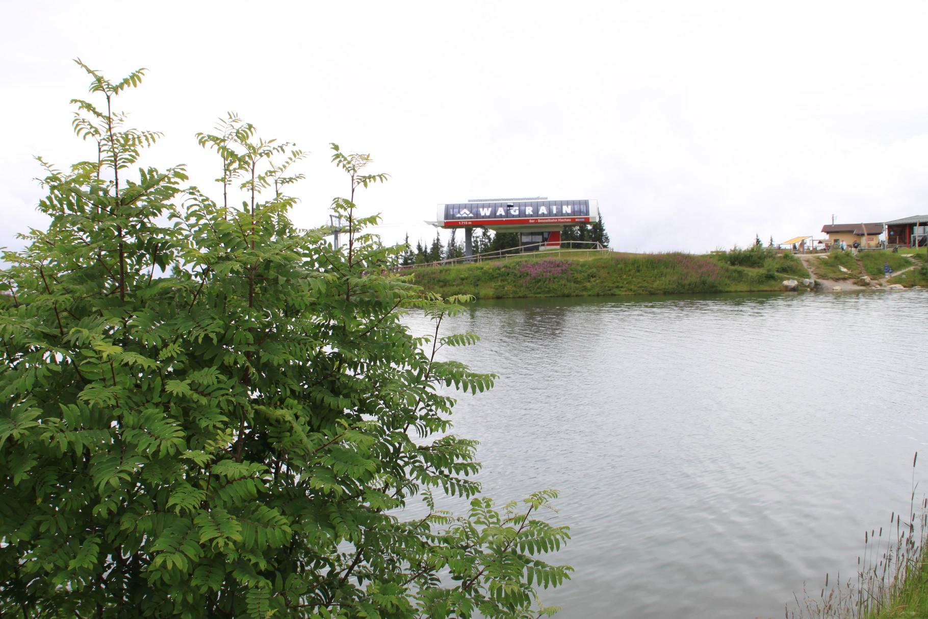 Bergstation und See
