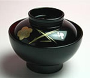汁椀  すまし汁 実は鯛、鯉または蛤  φ8.5cm×7cm(高さ)