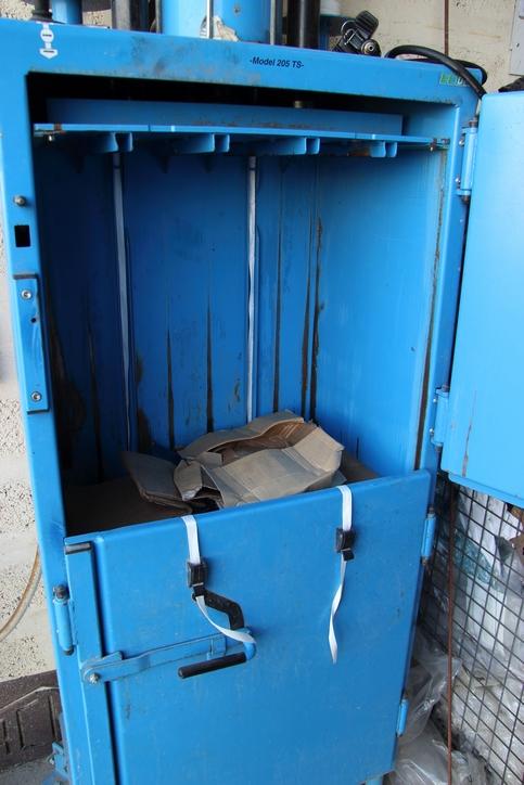 Machine à compacter