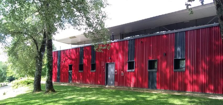 Gymnase de Melle 79 en construction métallique réalisé par ACMB, constructeur de charpente métallique en 79 et 86
