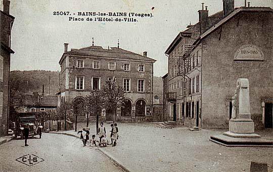 La place de l'Hôtel de Ville au milieu des années 1920
