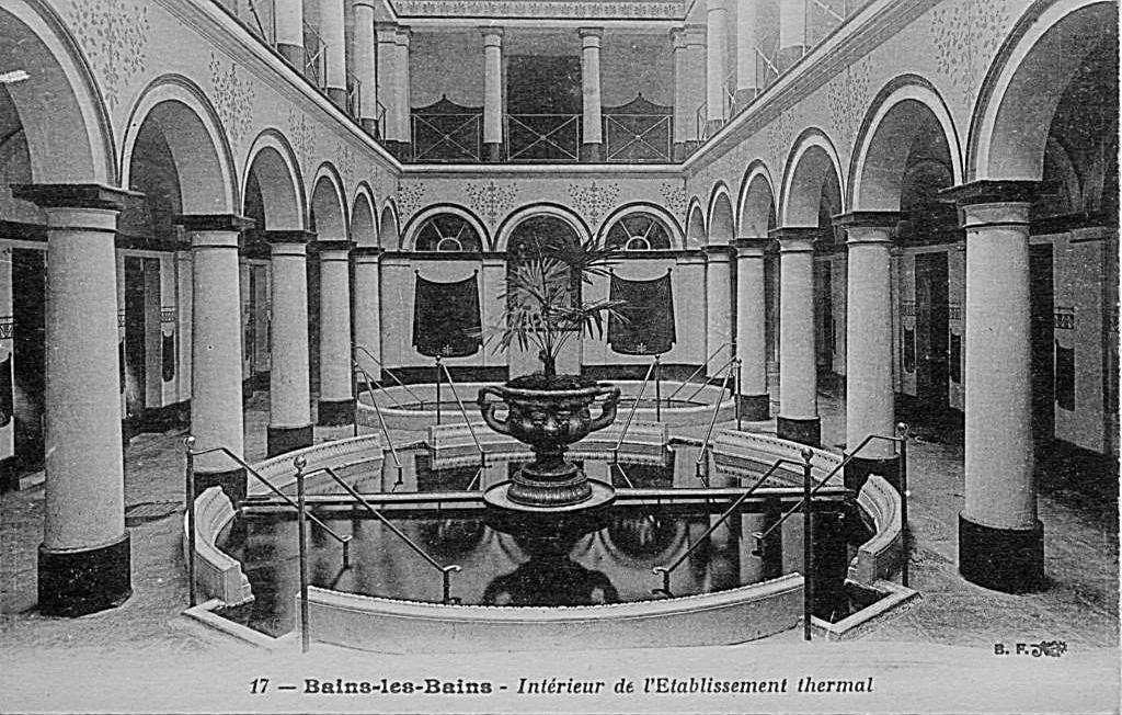 Intérieur du Bain Romain et son décor inspiré de l'antiquité romaine